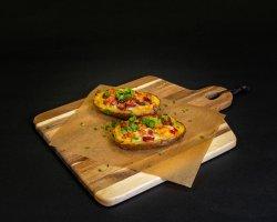 Cartofi copți cu mozzarella și bacon image