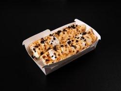 Clătită cu ciocolată albă, oreo crumbs și caramel image
