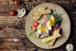 Salată cu ton și roșii cherry image