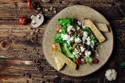 Salată cu legume coapte și feta image