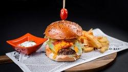 Burger vită&cartofi prăjiți&hot cheddar image