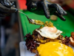 30% Reducere Farmhand Burger image