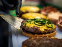 30% Reducere Hot n Smoky BBQ Burger image