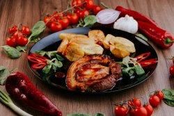 Ruladă din costiţă de porc  umplută cu cotlet cu garnitură de cartofi cu rozmarin  image