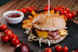 Burger Blitz cu garnitură de cartofi wedges  image