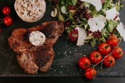 T. Bone la grătar cu mix de salate şi orez sălbatic  image