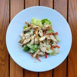 Salată cu piept de pui de grătar image