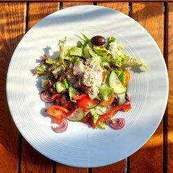 Salată cu ton în ulei de măsline image