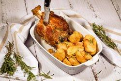 Ciolan si cartofi cu usturoi la cuptor + Birra Moretti 660ml image