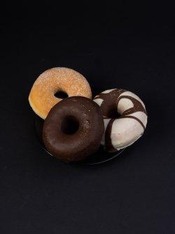 Gogoși Dots ciocolată albă image