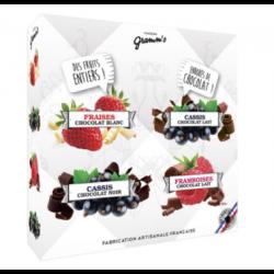 Mix de fructe roșii crocante învelite în 3 tipuri de ciocolată image
