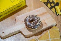 Donut ciocolată și alune image