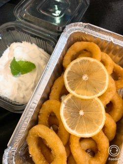 Inele calamar cu sos de iaurt și usturoi image