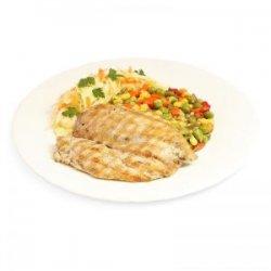 Piept de pui la grătar cu amestec mexican, salată de varză și pâine