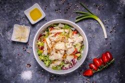 Salată din piept de pui la grătar + Doza Pepsi image