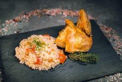 Tavă de pui la cuptor cu orez și roșii image