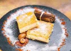 Plăcintă de casă cu brânză dulce și stafide image
