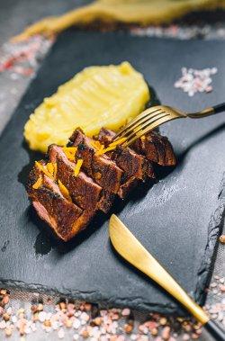 Piept de rață cu sos  și piure de cartofi image