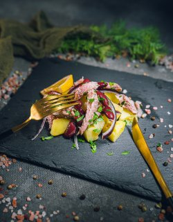 Salată de sardine și cartofi image