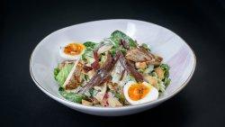 Salată Caesar cu piept de pui la plită image