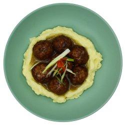 Chifteluțe fragede de purcel cu piure și sos gravy image
