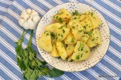 Cartofi natur cu unt și pătrunjel image