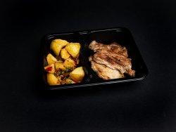Ceafă de porc la grătar cu cartofi țărănești image