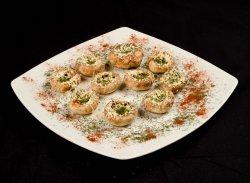 Ciuperci umplute cu brânză de bivoliță