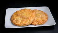 Plăcintă tradițională cu șuncă și brânză image