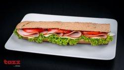 Sandwich tradițional cu șuncă de curcan image