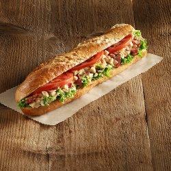 Sandwich tradițional cu pui și bacon image