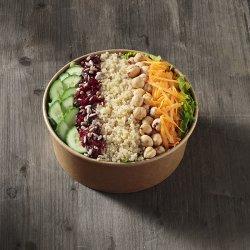 Salată quinoa cu alune, semințe floarea soarelui și merișoare image