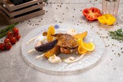 Confit de rață cu cremă de conopidă,nuci,semințe de pin și mix de cartofi image
