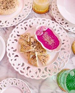 Hummus & pita image