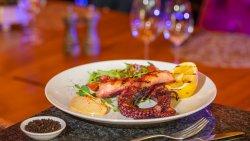 Caractiță la grătar cu salată meditaneană/Grilled Octopus with Mediterranean Salad image