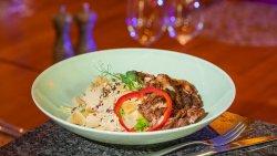 Salată în stil asiatic cu pulpe de pui / Asian salad with chicken legs image