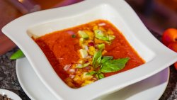 Supă Gazpacho cu busuioc thailandez & mango / Cold Gazpacho with Thai Basil & Mango image