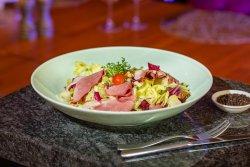 Trio de salate și nuci cu piept de rață afumat / Salad trio and nuts with smoked duck breast image