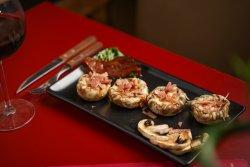 Ciuperci umplute cu mozzarella și bacon image