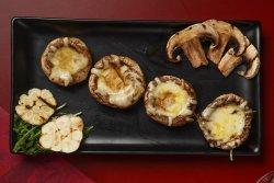 Ciuperci umplute cu mozzarella și usturoi image