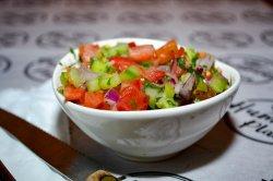 Salată israeliană image