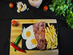 Eggs and bacon cu cartofi prăjiți image