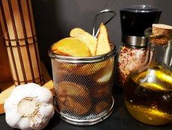 Cartofi wedges în coajă cu usturoi image