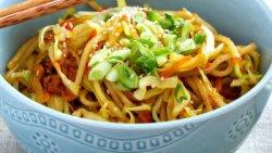 Tăiței (spaghete de orez) cu legume
