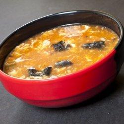 Supă acrișoară cu carne de pui și legume