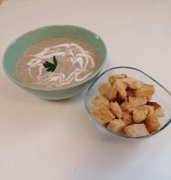 20% reducere: Supă cremă de ciuperci + crutoane image