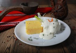 Brânză cu smântână și mămăligă image