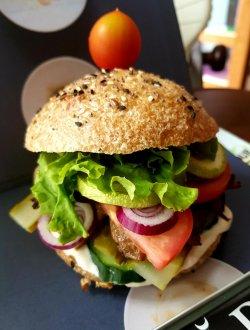 Burger cu ciuperci / chifla cu maia image