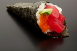 Tuna avocado temaki image