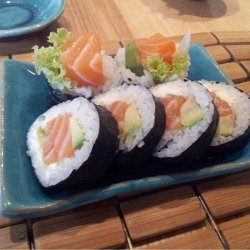 Futomaki salmon 4 pieces image
